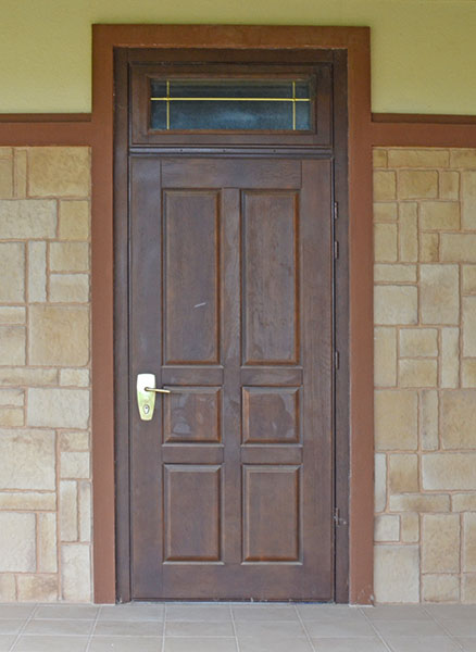 двери входные металлические в загородных домах